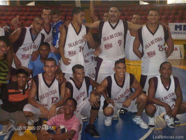 Equipo Isla de Cuba continúa invicto en liga de baloncesto de Sucre - http://www.leanoticias.com/2012/11/27/equipo-isla-de-cuba-continua-invicto-en-liga-de-baloncesto-de-sucre/