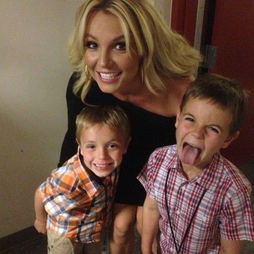 While she adores her two sons, Sean Preston, 7, and Jayden James, 6, popstar Britney Spears says she'd love to have a daughter one day.