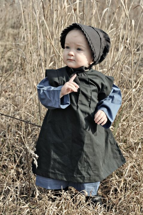 Amish baby-- how sweet is she?! ----May be a boy, all babies wear dresses til about age 2.