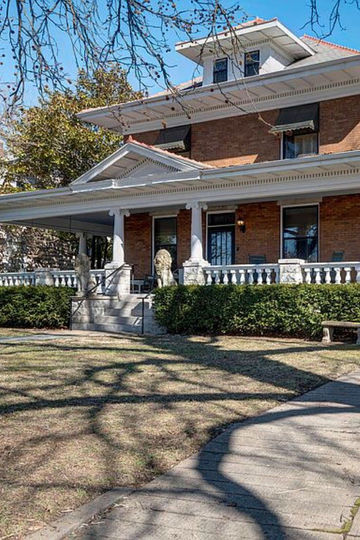 1907 Foursquare For Sale In Springfield Missouri Captivating Houses In 2020 Old Houses Farm Style Sink Springfield Missouri