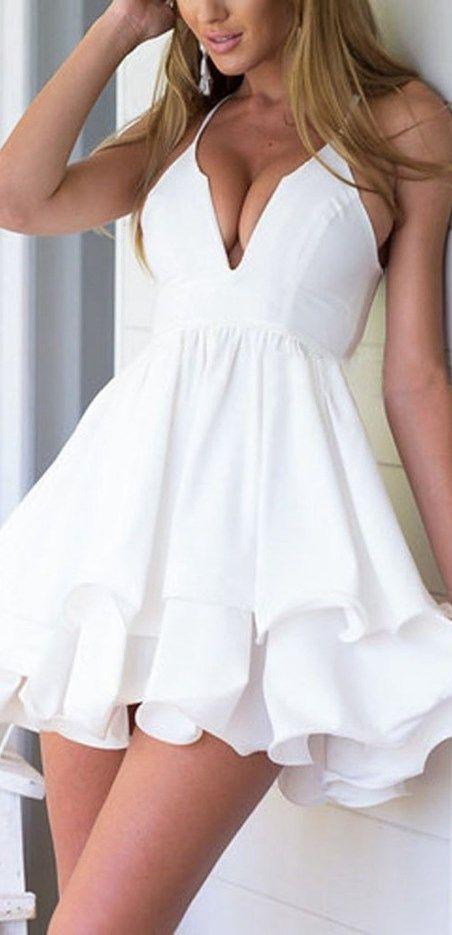 vestido color blanco escotado