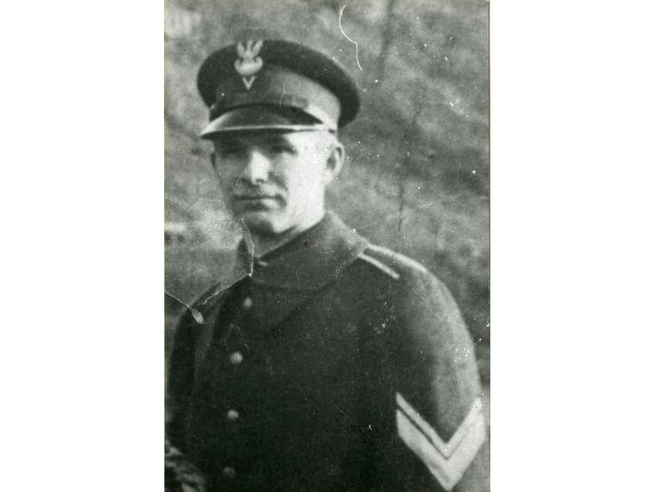 Muzeum Katyńskie - Wiktor Kostrubiec w mundurze wachm. żandarmerii