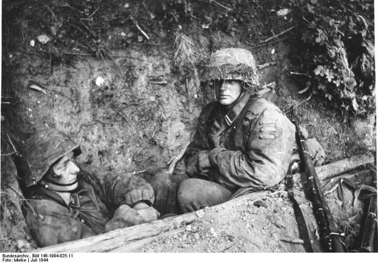 """Warten auf den Untergang. Am 22. Juni 1944 begann die Rote Armee die """"Operation Bagration"""". Vier sowjetische Fronten griffen die deutsche Heeresgruppe Mitte an. Erst Ende August konnte die Rote Armee an der Weichsel und an der Grenze Ostpreußens vorläufig gestoppt werden. Die sowjetische Offensive führte zum vollständigen Zusammenbruch der Heeresgruppe Mitte und zum Verlust von 28 deutschen Divisionen. Sie gilt als die schwerste und verlustreichste Niederlage der deutschen Militärgeschichte."""