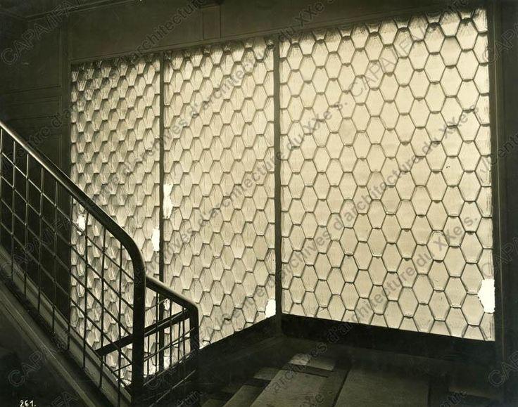 Auguste Perret. Cage d'escalier rue Franklin à Paris. Mur de Briques de verre.