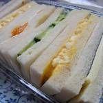 サンドウィッチパーラーまつむら - 「まつむらMIXサンド」(¥400):海苔&チーズ・玉子×2・きゅうり・フルーツ・ハム。