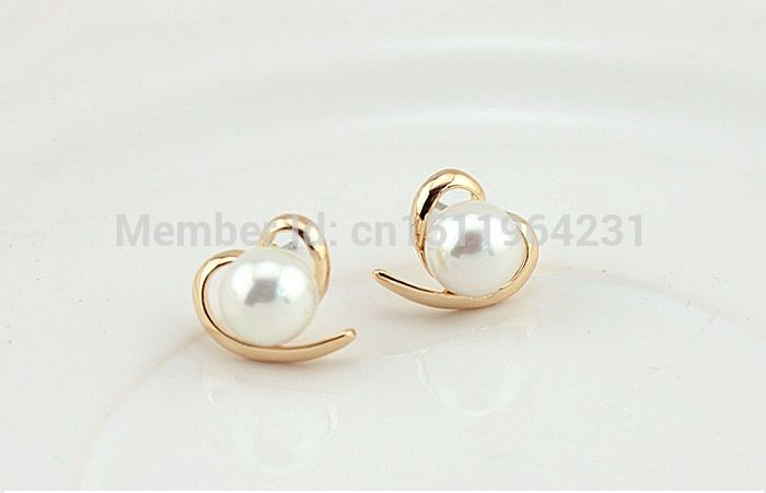 Find More Stud Earrings Information about Bread pearl white genuine freshwater pearl heart shape studs earring E143 ,High Quality earring crystal,China earrings opal Suppliers, Cheap earring bridal from Top Fashion Accessory Store on Aliexpress.com
