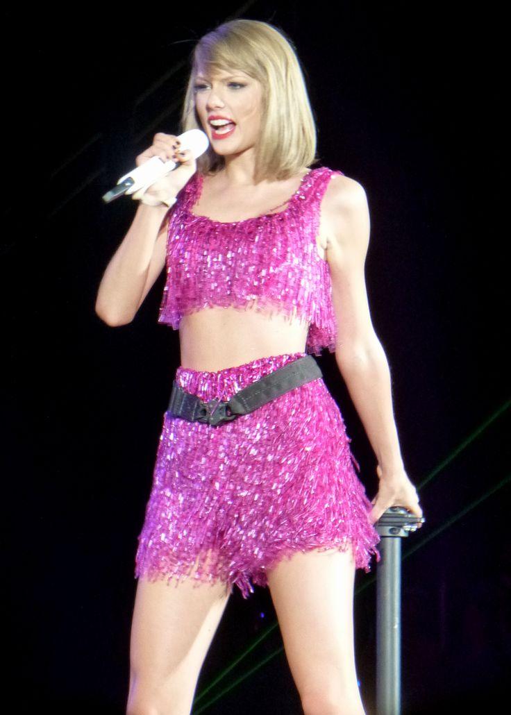 Taylor Swift petrece cu vedetele de Ziua Independentei - http://www.101zap.com/2016/07/06/taylor-swift-petrece-cu-vedetele-de-ziua-independentei/ - Taylor Swift petrece cu vedetele de Ziua Independentei, de 4 iulie, si are grija ca toate fotografiile sa fie aranjate astfel incat sa realizam cate de bine se distreaza. Petrecerea a avut loc de 4 iulie, Ziua Americii sau Ziua Independentei, si de atunci sintem invadati de poze puse de gasca... - #GigiHadid, #TaylorSwift, #TomHid