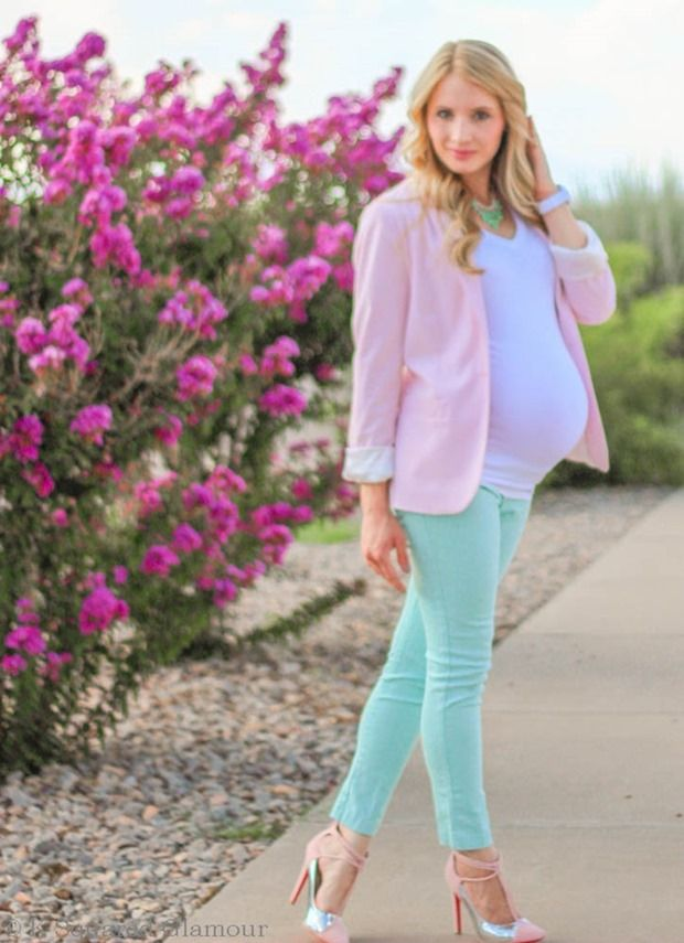 Maternity Fashion. How to pair pastel pinks and blues for a stylish #maternity look. The base of the outfit is the shoes!