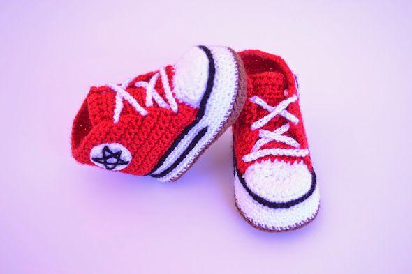 Converse hechas de crochet.  www.babybootsboutique.blogspot.com https://www.facebook.com/babybootsboutique Tienda en etsy: https://www.etsy.com/es/shop/BabyBootsBoutique