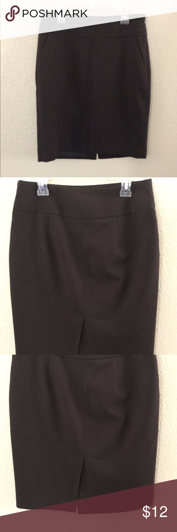 The Limited Chocolate Brown Pencil Skirt size 0 Brown pencil skirt✏️✏️ from the limited. In Mint Condition. Size 0 The Limited Skirts Pencil