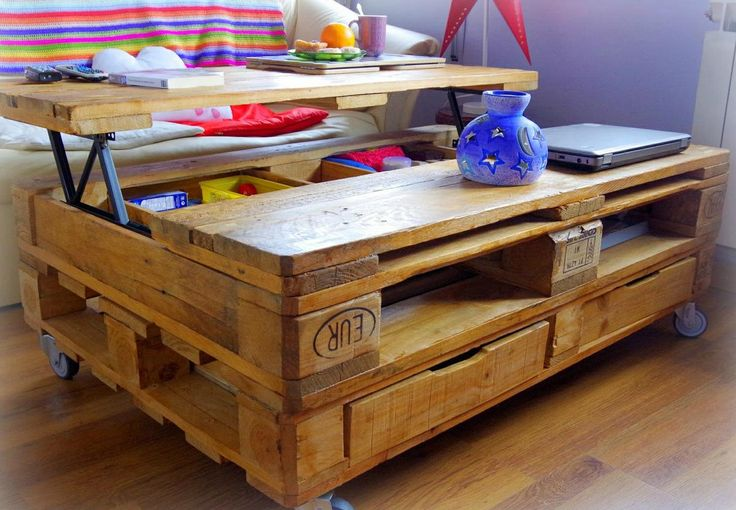 Recicla unos palés y haz una mesa elevable tan chula como las que te enseñamos aquí.