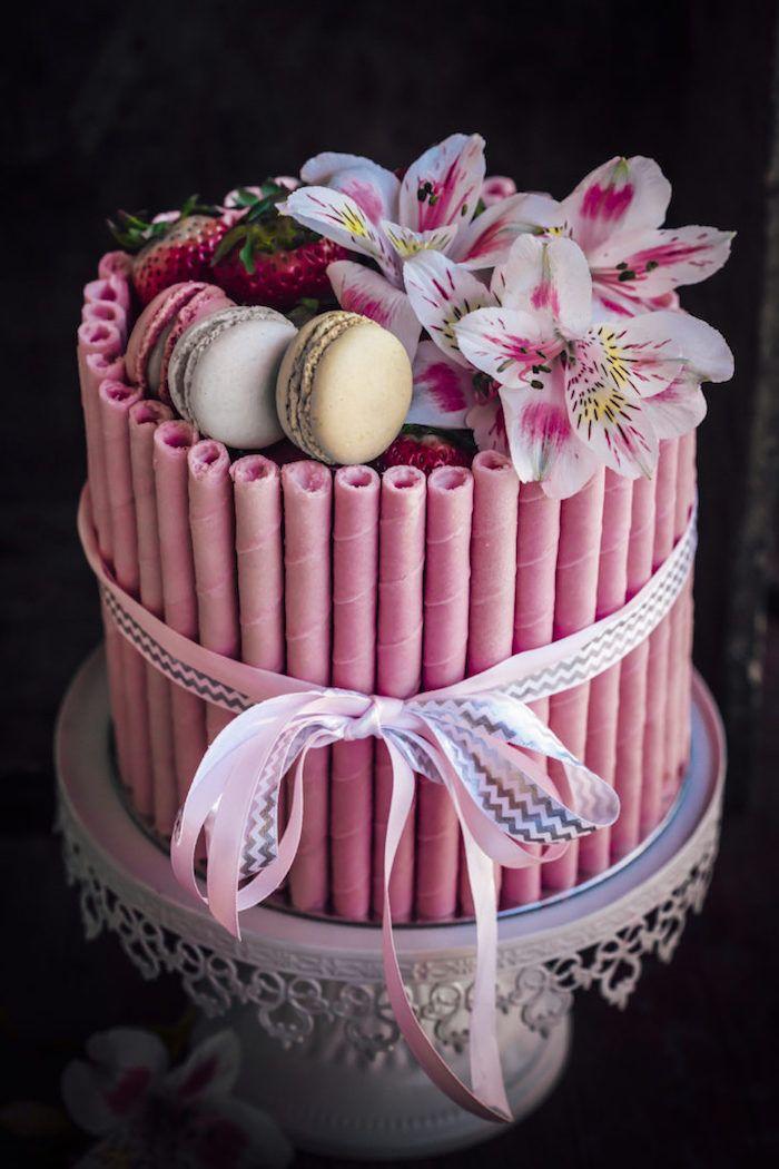Pasteten, französische Macarons und Lilien dekorieren, schöne Schleife, Idee für …   – Torten Ideen und Rezepte