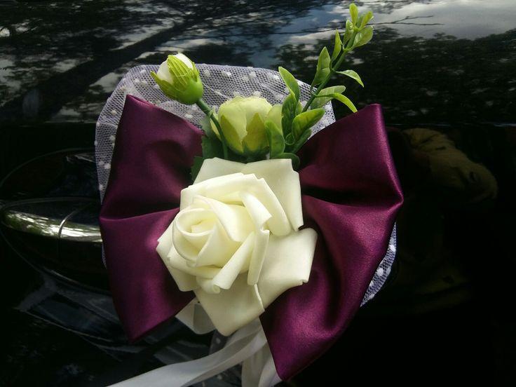 Аренда украшений на свадебный автомобиль These decorations for limousine door handles is clever and beautiful.