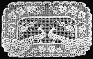 Hobby lavori femminili - ricamo - uncinetto - maglia: centro filet pavoni con schema