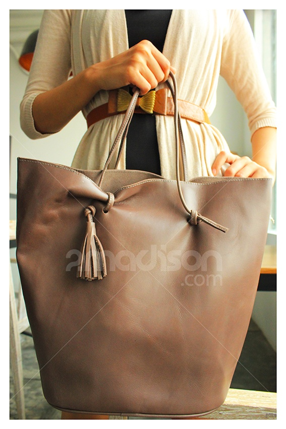 2Madison.com | Soft Skin Leather Bag For Casual Look |