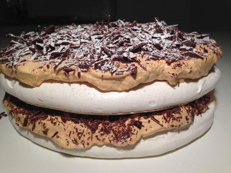 Forårslagkage – Marengs med moccaskum og chokolade