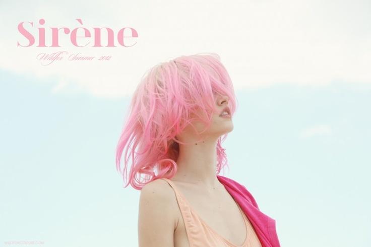 ピンクの髪の女の子
