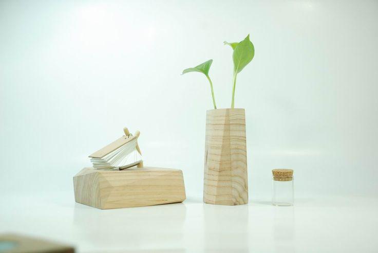 夏当原创创意木质家居 自然 宁静 。 沁心的木质花器 。。 枯木也会再逢春。http://www.duitang.com/people/mblog/28339273/detail/