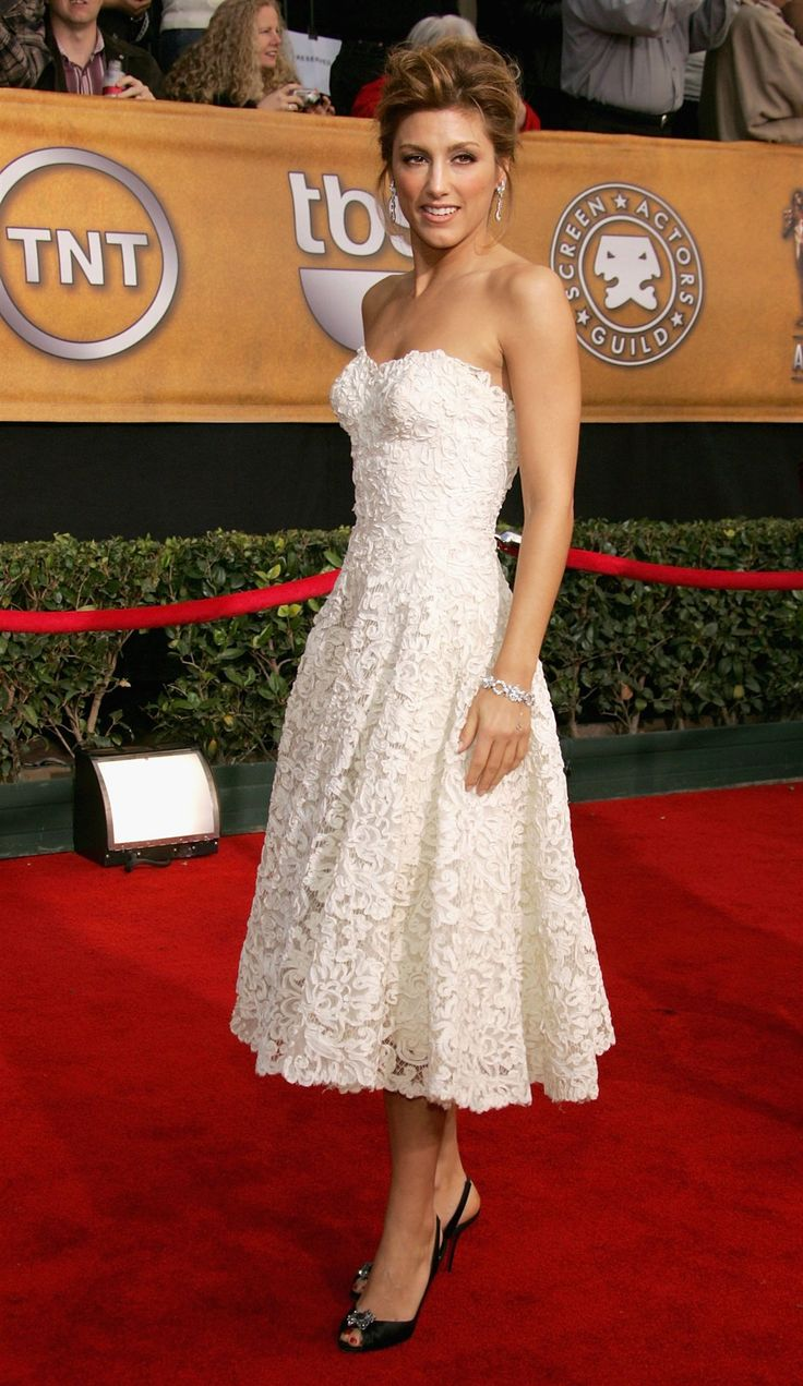 Jennifer Esposito. Love this dress!!