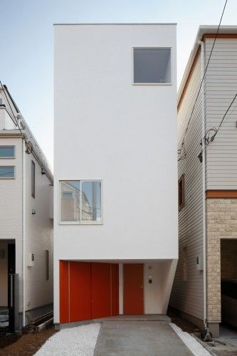 Unlike skinny jeans I love skinny houses! The efficiency of space and storage really appeals to me.