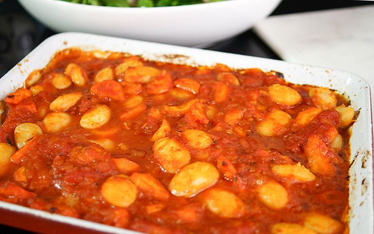 Gigantes Plaki - Gebackene Bohnen in Tomatensoße