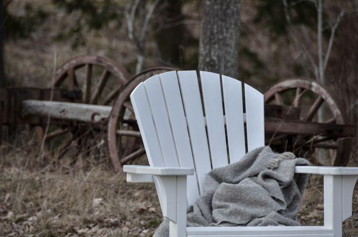 Äntligen en hållbar och underhållsfri trädgårdsmöbel som kan stå ute året om. Seashell Rocker från Polywood är de vi alla längtat efter.