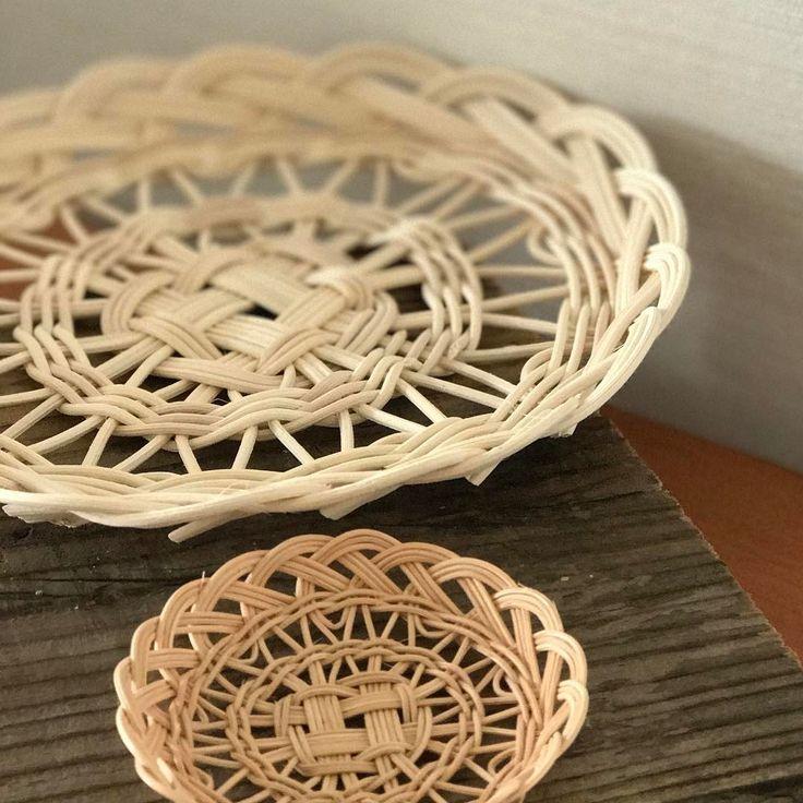 デアゴスティーニ♫  ・  オリジナルバージョンの次は1ミリの籐でミニミニバージョンで❣️  ・  すごく繊細な物になりました。  ・  トントコティー二♫  ・  #籐#籐かご#かご編み#籐編み#ラタン  #rattan#rattanweaving#weaving  #handmade#handcraft  #デアゴスティーニ  #籐でつくる小物とバッグ