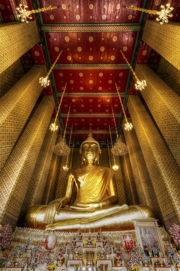 Golden Buddha at Wat Kalayanamitr, Bangkok, Thailand