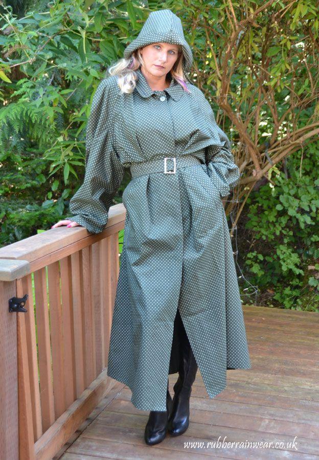A Lovely Rubberlined Cotton Mackintosh Rubber Rainwear