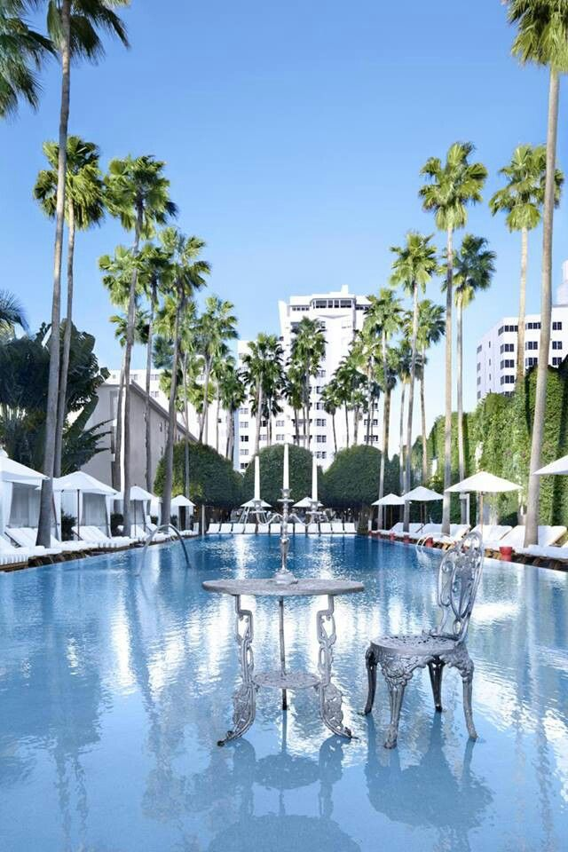 Delano hotel, South Beach Miami with a superb Romantic bar and daybeds