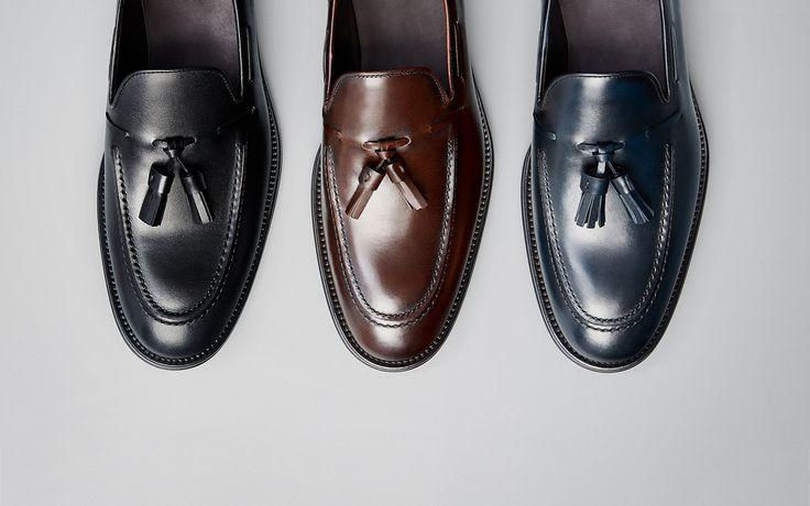 Los zapatos de hombre más sofisticados en Massimo Dutti. Encuentre en el avance de otoño 2017 zapatillas, zapatos castellanos, náuticos o botines de piel.