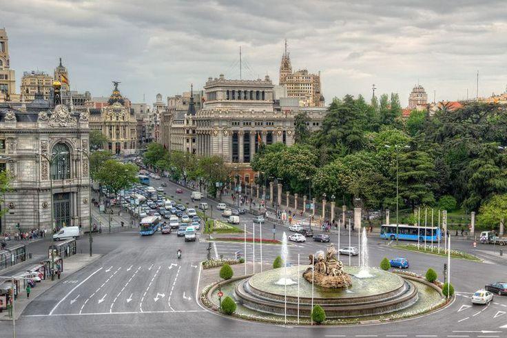 Можно бронировать онлайн! это выгоднее, потому что дешевле!!! - http://www.gospaineasy.com/index.php/uslugi/product/view/9/36  Настало время раскрыть тайны Мадридского двора… Приглашаем всех в незабываемое путешествие в сказочный Мадрид с опытным гидом, который откроет множество тайн, покажет множество мест и расскажет множество историй, после которых незабываемые образы этого чудесного города еще долго будут возвращаться к вам. В этот город невозможно не влюбиться, его невозможно забыть…