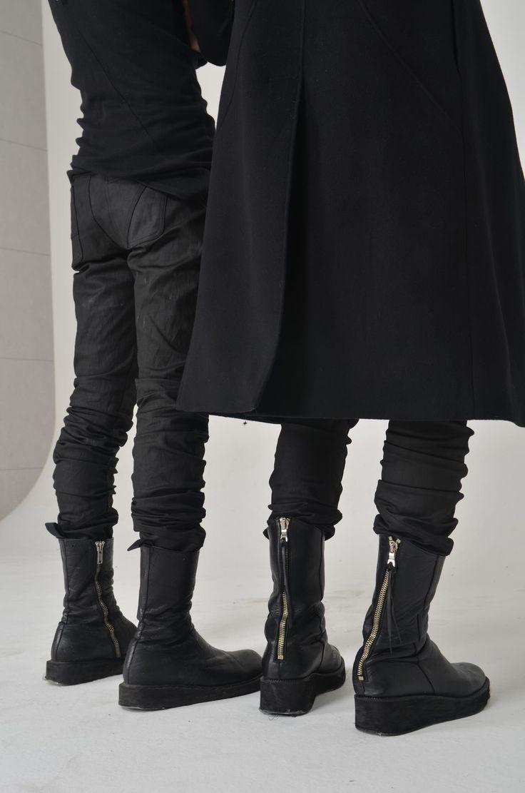 Elegant fashion. Black on black. Autumn/Winter. Unisex/androgynous style.