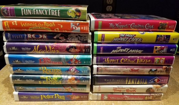 Lot of 17 VHS tapes DISNEY CLAMSHELL children movies W/ Black Diamond MUPPET MIX