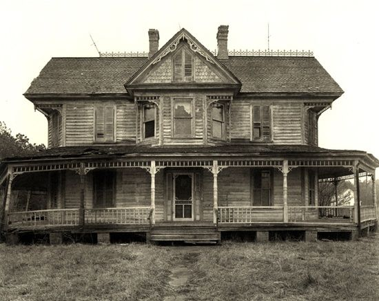 I have to admit I love old Southern homes like this.