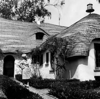 Greystone mansion kids playhouse heres the original for Murder house tour los angeles