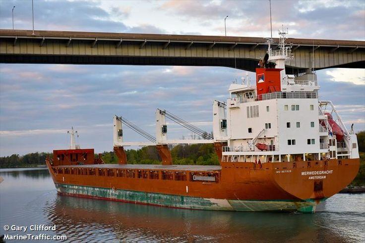Navio Merwedegracht, atravessando o Canal Welland, que liga o lago Ontário ao lago Erie, contornando as Cataratas de Niagara. Ontário, Canadá.  Fotografia: Gary Clifford.