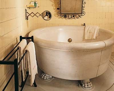 Georges round tub with lion paw feet