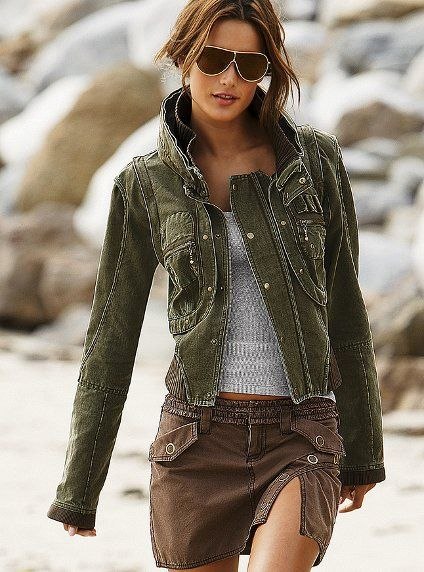 Justthedesign.com - Women's Coats & Jackets design ideas and photos. One of the largest collection of fashion and accessories ideas on the Internet, including dresses and boots. Over 500 inspiring photos and designs from top fashion designers around the world.