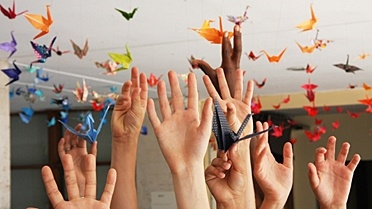 "Solidarity project ""a thousand cranes"" in Japan's favor at the French lycée in Madrid #project #solidarity"