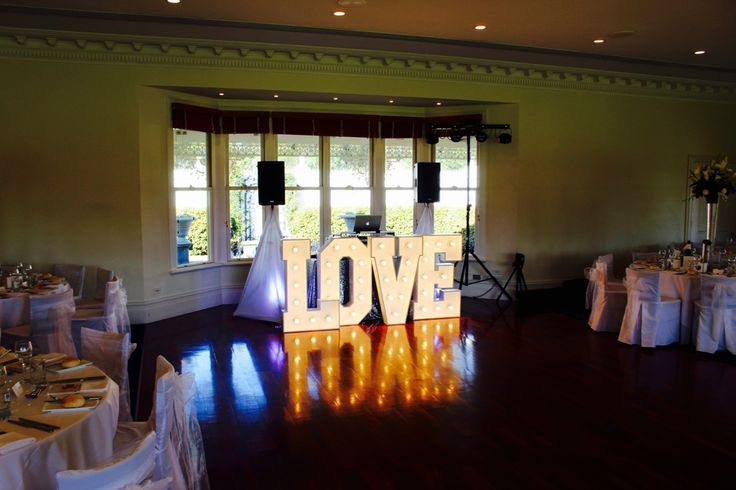 Eagle Ridge Receptions Wedding. Melbourne Wedding DJ, Wedding Live Band, Acoustic Duo, Master of Ceremonies and Dancer Studio.