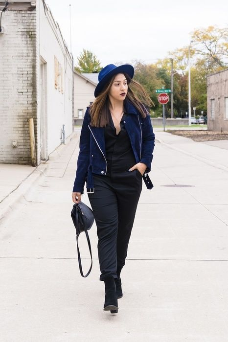 chic casual fall outfit idea for young women in their 20s on a budget