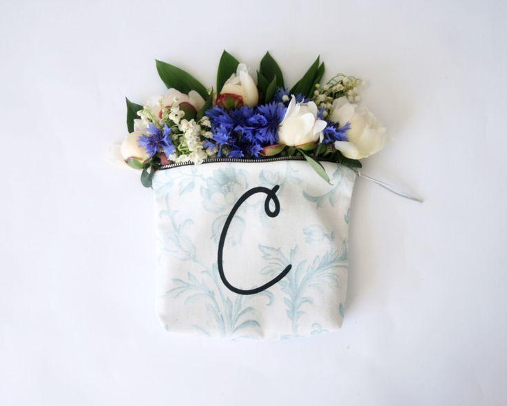 Schminktäschchen - personalisierten Brief Schminktasche aus hellblau - ein Designerstück von Elina-AIY bei DaWanda