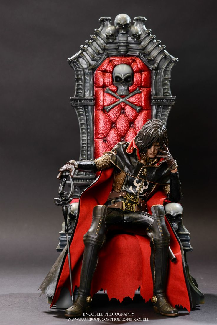 Hot Toys : Space Pirate Captain Harlock - Captain Harlock 1/6th scale Collectible Figure