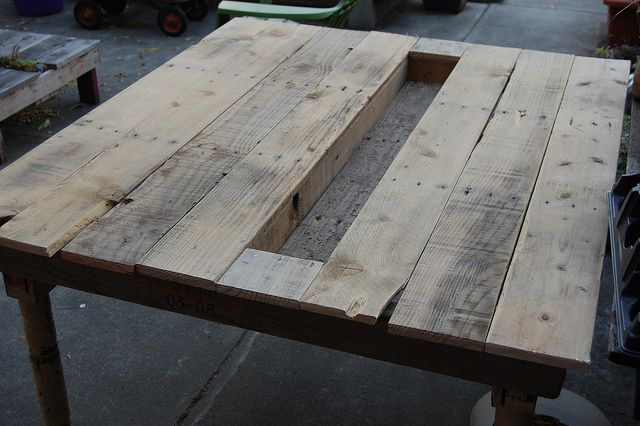 Wholly crap it's a table! by FarOutFlora, via Flickr: Pallets Boxes, Woods Tables, Woods Pallets, Diy Crafts, Pallets Tables, Outdoor Tables, Pallets Woods, Outdoor Pallets, Pallets Projects