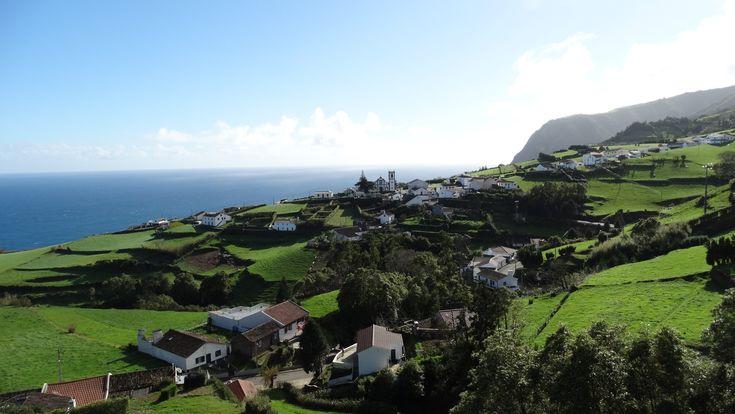 Izlandba oltott Madeira némi ír akcentussal – kiváló jellemzés az Azori-szigetekre. Kár, hogy nem én, hanem a Lonely Planet találta ki.Utánozhatatlan zöld rétek, rengeteg tehén, fortyogó vulkánok, meglepően olcsó szállások és éttermek.Az Atlanti-óceán közepén fekvő, Portugáliához tartozó…