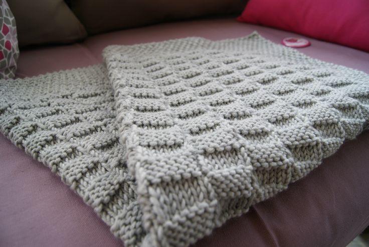 les 25 meilleures id es de la cat gorie couvertures tricot es sur pinterest tricoter des. Black Bedroom Furniture Sets. Home Design Ideas