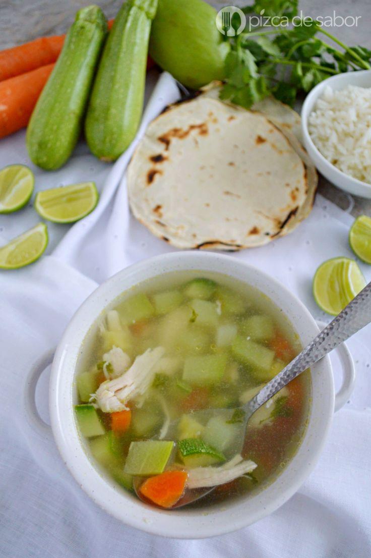 Caldo de pollo con verduras (fácil de preparar y delicioso) www.pizcadesabor.com