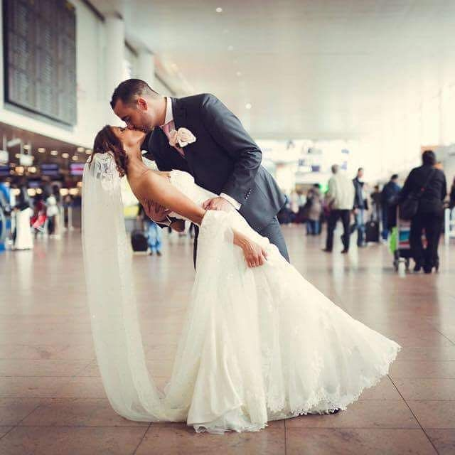 L'aéroport de Bruxelles c'est aussi l'amour et le cadre d'un mariage  #aeroport #bruxelles #brussels #brusselsairport #mariage #amoureux #lovinglife #kissing #brusselslife #brusselslove #decollagepourlebonheur #bonheur #ludemiel #voyageparfait #marriage @maxime.mesman @stephaniestitchakl by Noam