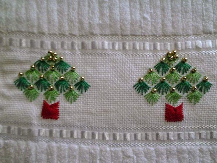Troços de Trapos: Bordando, bordando....e vem chegando o Natal!
